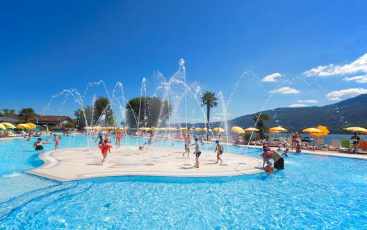 CAMPING VILLAGE ISOLINO piscina