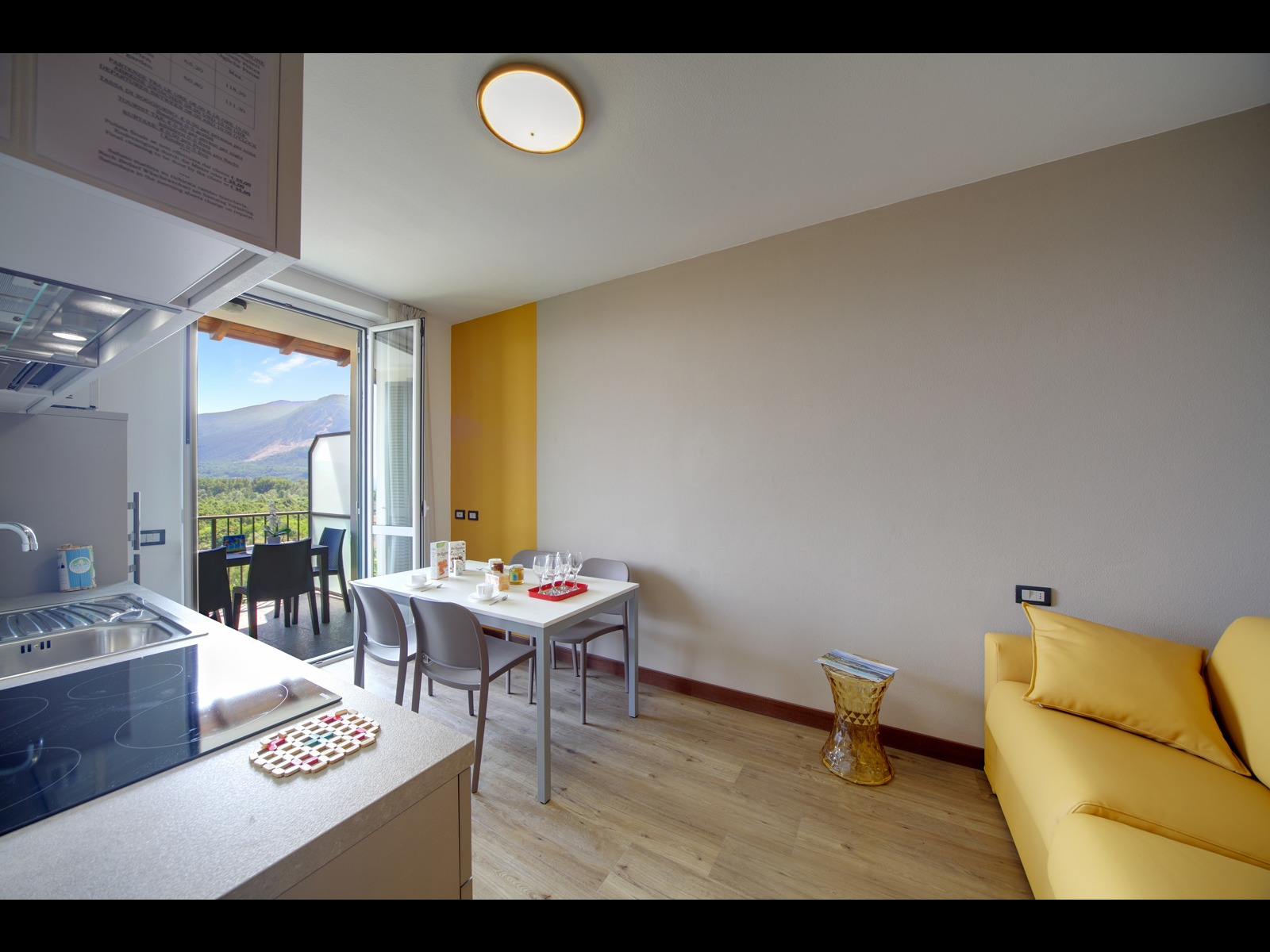 TWO-ROOM APARTMENT 33 M² WITH LAKE VIEW
