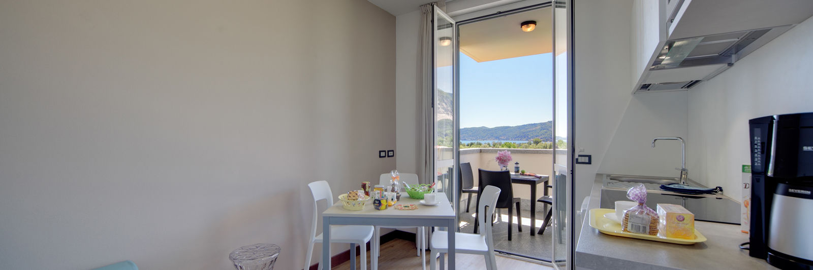 TWO-ROOM APARTMENT 28 M² WITH LAKE VIEW